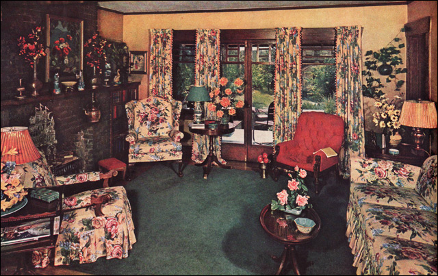 1940 Traditional Living Room